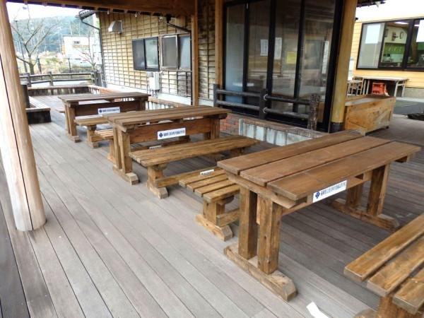 田川科学技術高等学校 ベンチとテーブル